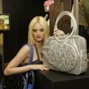 Puma`nın En Ateşli Çantası `Lydia Holiday Bag`