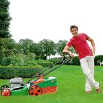 Brill Benzinli Çim Biçme Makinesi İle Babanız Yeşil Çimlerin Tadını Çıkaracak