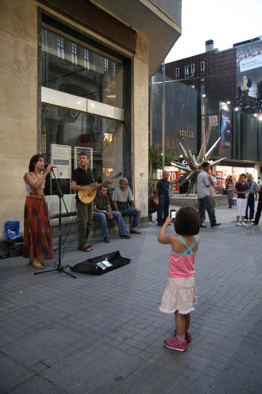 Beyoğlu Sokak Müzisyeni - Türkan Arpacı