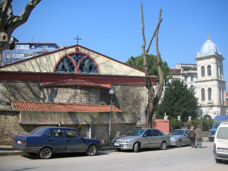 Kuzguncuk - Çarşıda Kilise