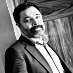 Ahmet Ümit Nezih Kitapevi'ne İmzasını Atıyor