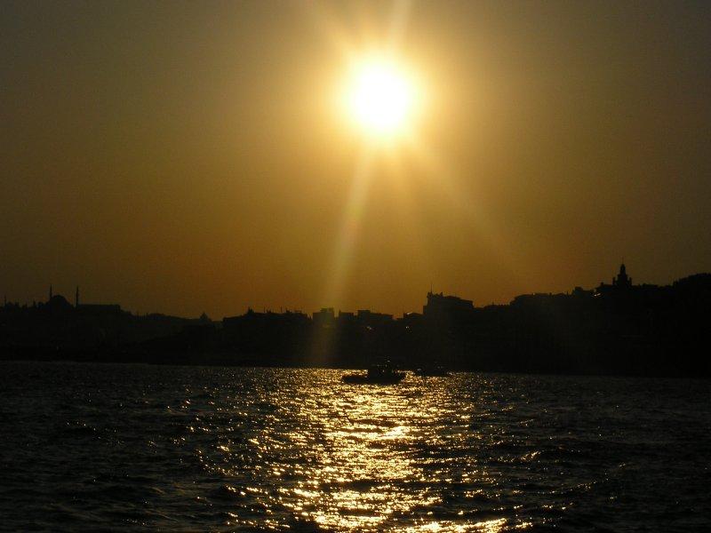 İstanbul`da Günbatımı - Ebru Çömlekçi