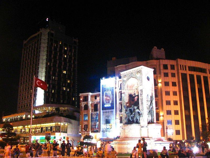 Taksim Meydanı - Faruk Koçak
