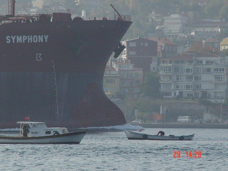 Boğaz`dan Geçen Gemi - Hülya Çetinor
