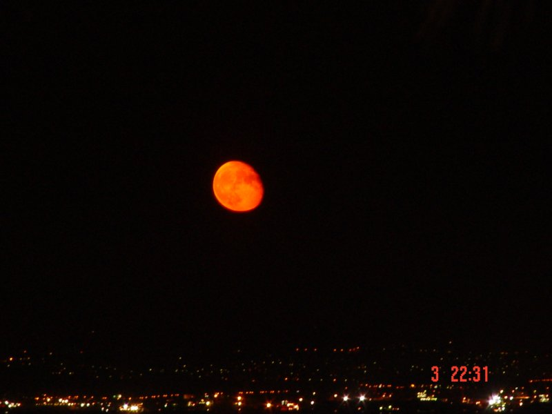 İstanbul`da Ay Doğuyor - Hülya Çetinor