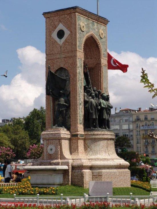 Taksim Anıtı - Hüseyin Mutlu