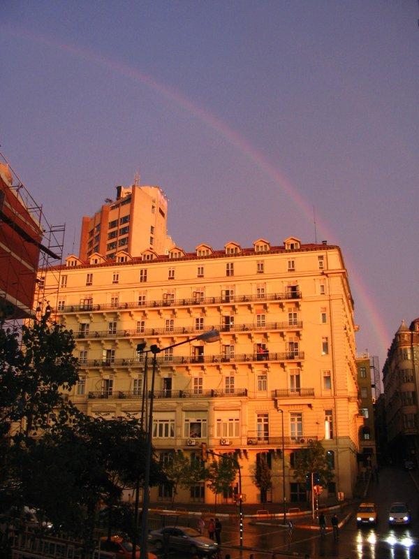 Pera Palas Otel Üzerinde Gökkuşağı - Mukadder Cankoçak