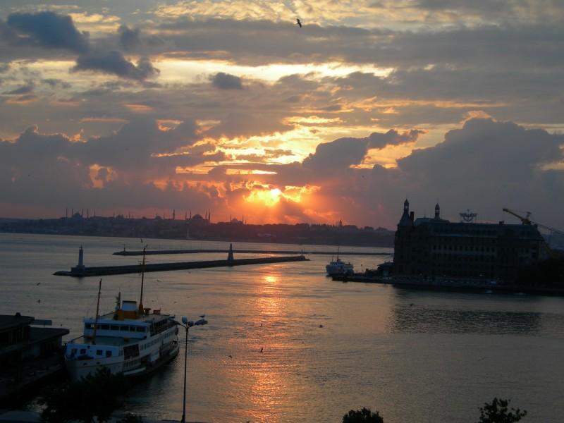 İstanbul`da Gün Batımı - Ahmet Latif Opak