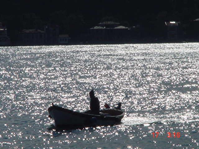 Boğaz`da Balıkçı - Can Bayraktar