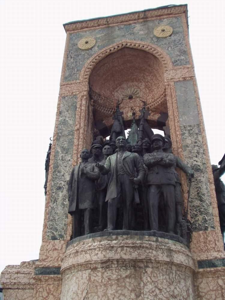 Taksim Anıtı - Sinan Toprak