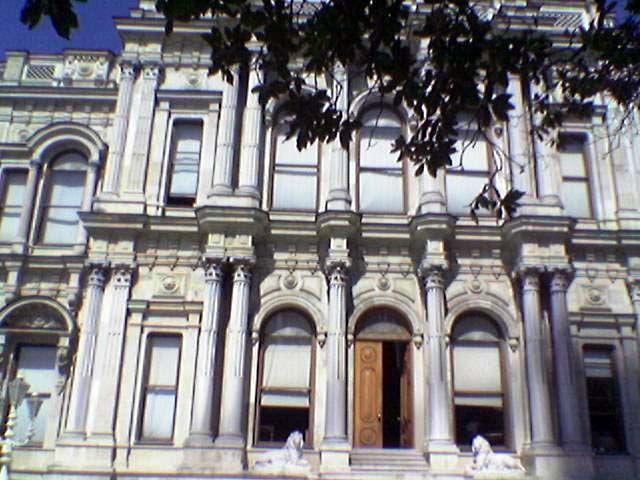 Beylerbeyi Sarayı Müzesi > Neslihan Güzel