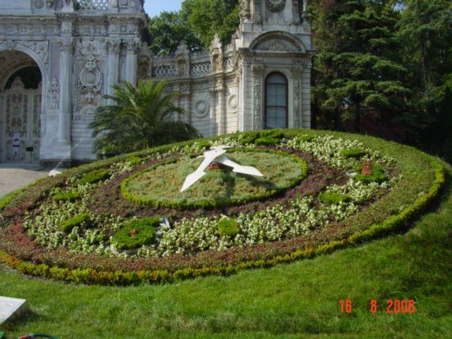 Dolmabahçe Sarayı Bahçesi - Ülkü Gürbüz