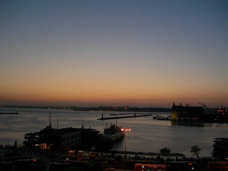 Kadıköy`de Akşam - Latif Opak