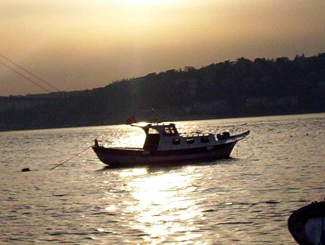 Boğaz`da Tekne - Neslihan Güzel