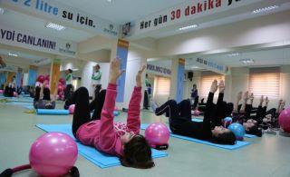 Skolyozlu Çocuklara Pilates Dersi