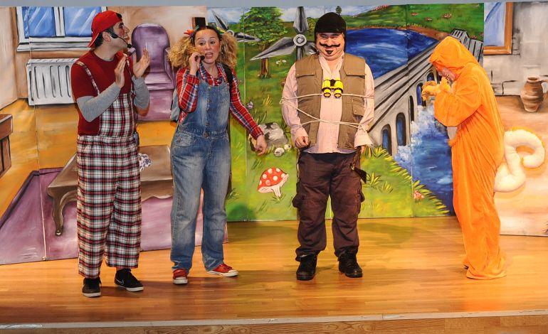 VİKO Çocuk Tiyatrosu'ndan Öğrencilere Karne Hediyesi…