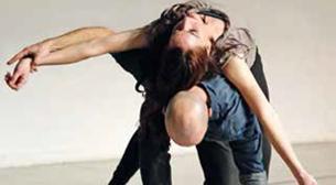Kimlik - Dans Gösterisi