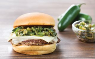 Shake Shack'ten Acıseverlere Özel Cheddar&Chili Pepper Burger