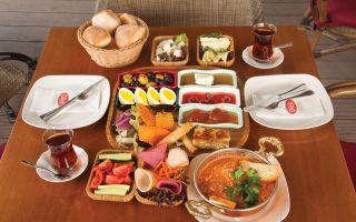 Dilek Pastaneleri'nde Aile Boyu Açık Büfe Kahvaltı Keyfi