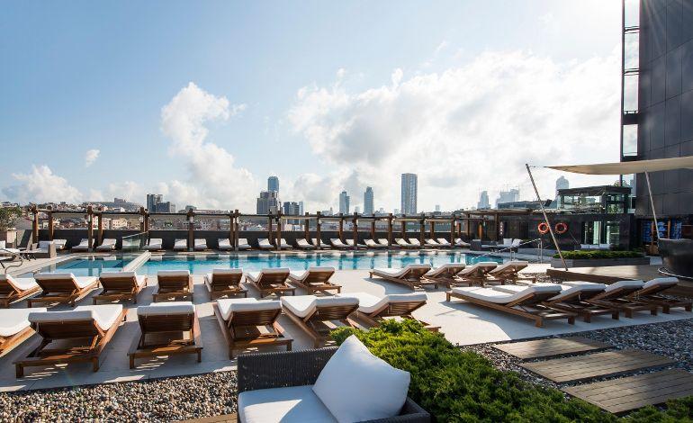 Hilton İstanbul Bomonti'den İçinizi Serinletecek Havuz ve Spa Kampanyaları