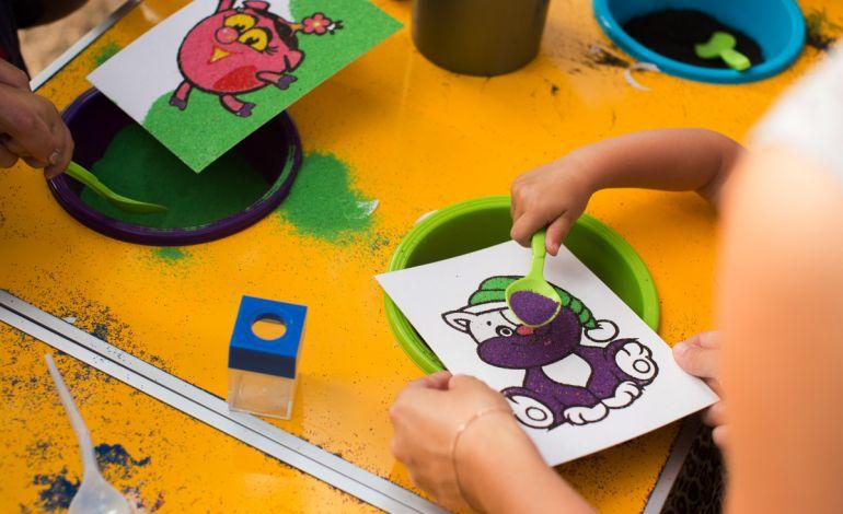 Çocuklar Trumpland'de Kum Boyama Yapacak Tiyatro İzleyecekler