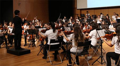Barış için Müzik Orkestrası Neşeli