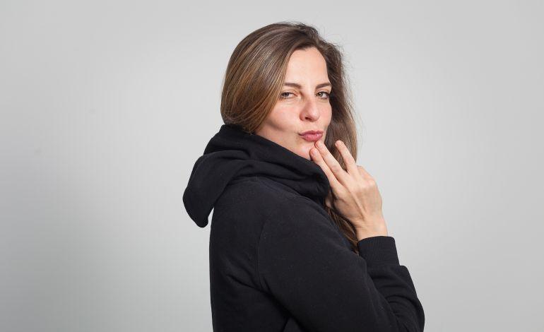 Lesli Karavil - Stand Up