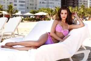 Penti romantik Modelleriyle Plajlarda Grace Kelly Akımı Yaratıyor
