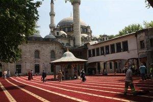 Eyüp Sultan Cami Avlusuna Kırmızı Halı Serilecek