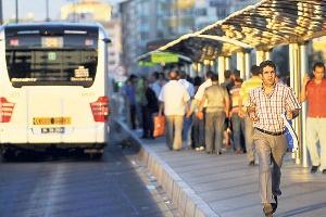 Mecidiyeköy Metrobüs İstasyonu Yenileniyor