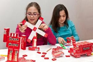 Ülker Napoliten Çikolata'dan Çocuklara 23 Nisan Hediyesi