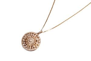 Janna Diamond'dan Şanslı Bir Sene İçin Saat-Kolyeler