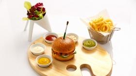 Latitute Bar'ın Yeni Konsepti Art Burger