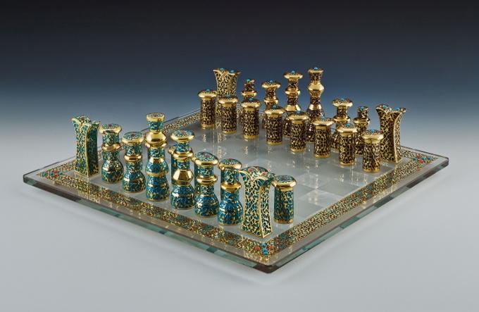 Osmanlı Sarayı'nın İzlerini Taşıyan El Yapımı Satranç Takımı