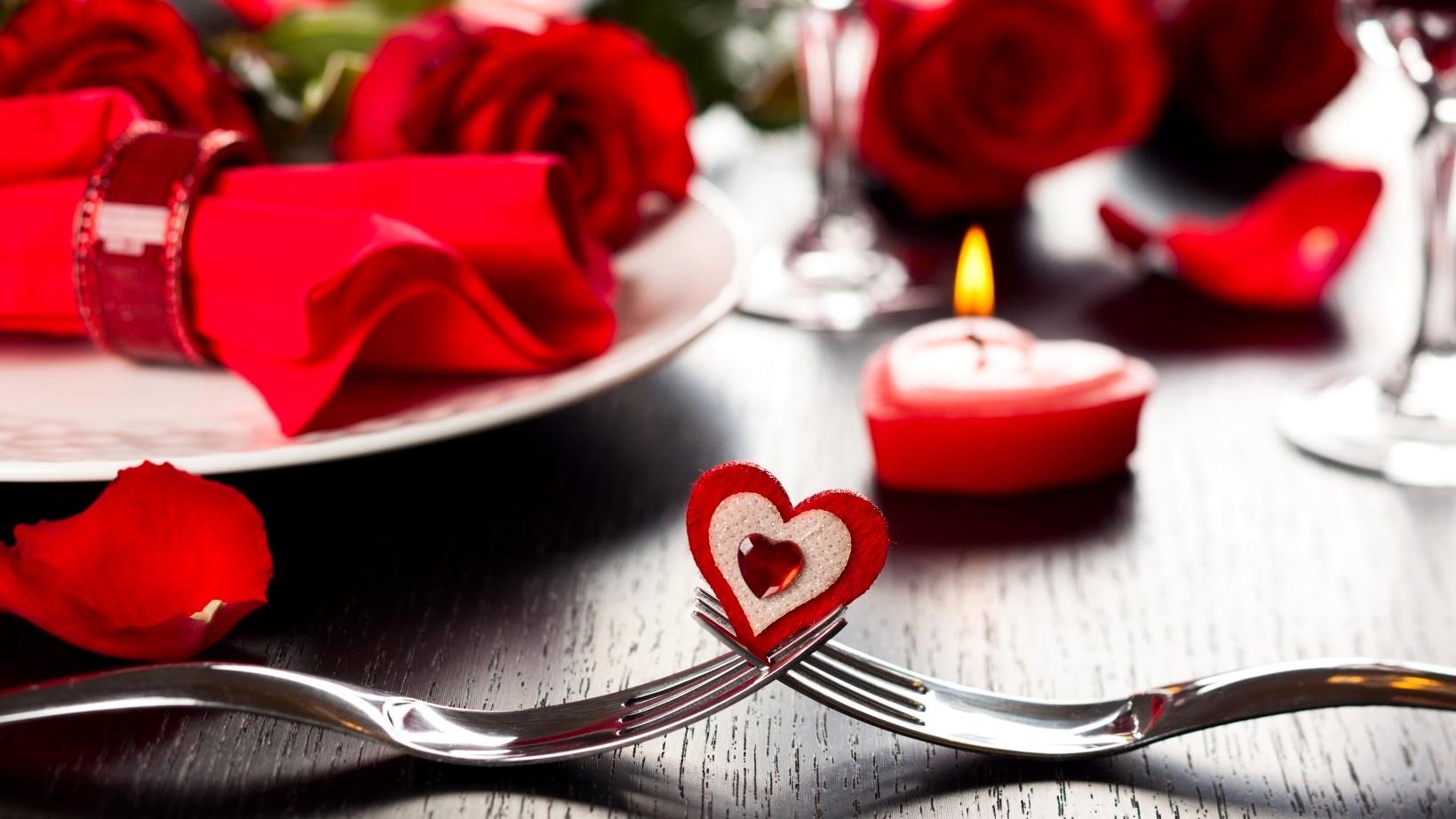 """Romantik Bir """"Sevgililer Günü"""" İçin Önemli Tüyolar"""