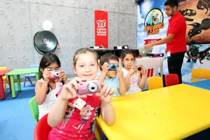 Çocuklar Fotoğrafın F'sini Forum İstanbul'da Öğrenecek