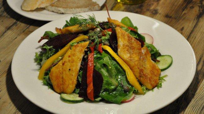 Baharatlı Çıtır Levrek ve Karides Salatası