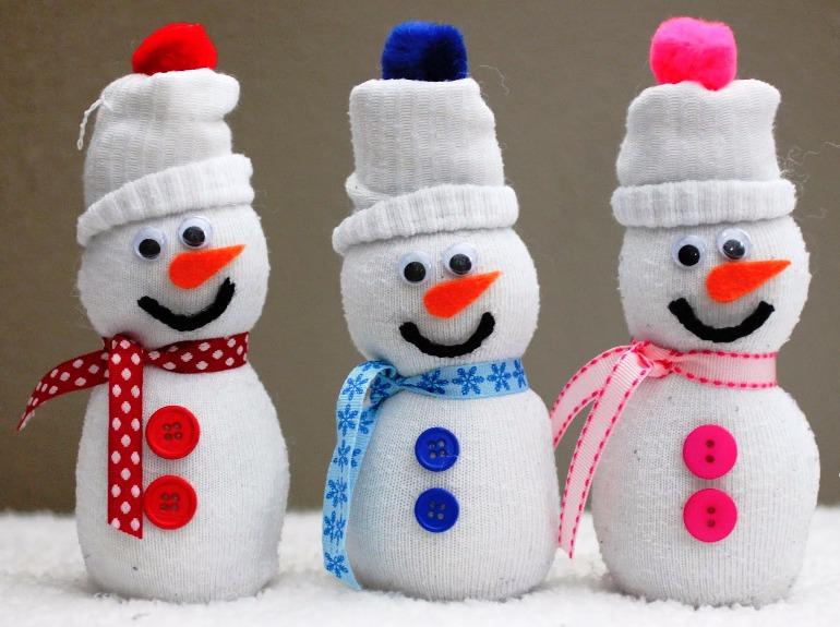 Çocuklar Çoraptan Kardan Adam Yapıyor