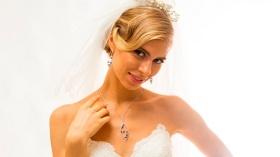 Kış Gelinlerine Raynass Jewellery'den Aşk Kolyesi Hediye!