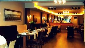 Lamartine Cafe & Restaurant