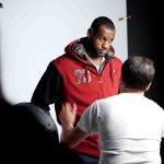 Basketbolun Kralı Lebron James, Nike AW7 Hoodie`nin katalog çekimlerinde yer aldı