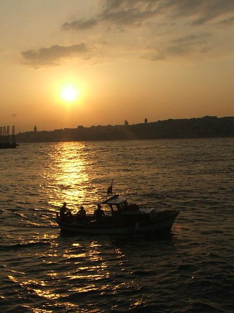 İstanbul Boğazı`nda Gün Batımı - Ahmet Erdilek