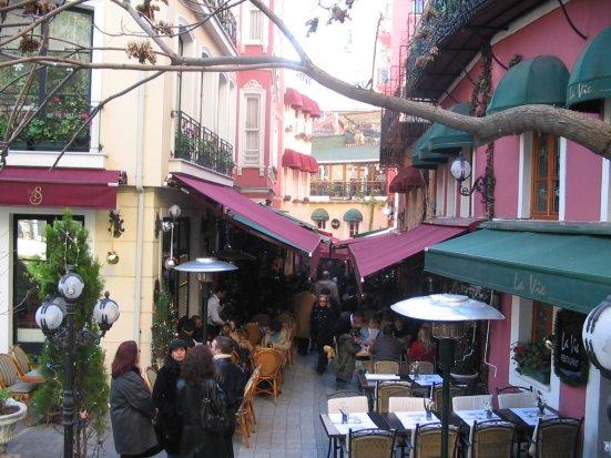 Fransız Sokağı (Beyoğlu) - Özge