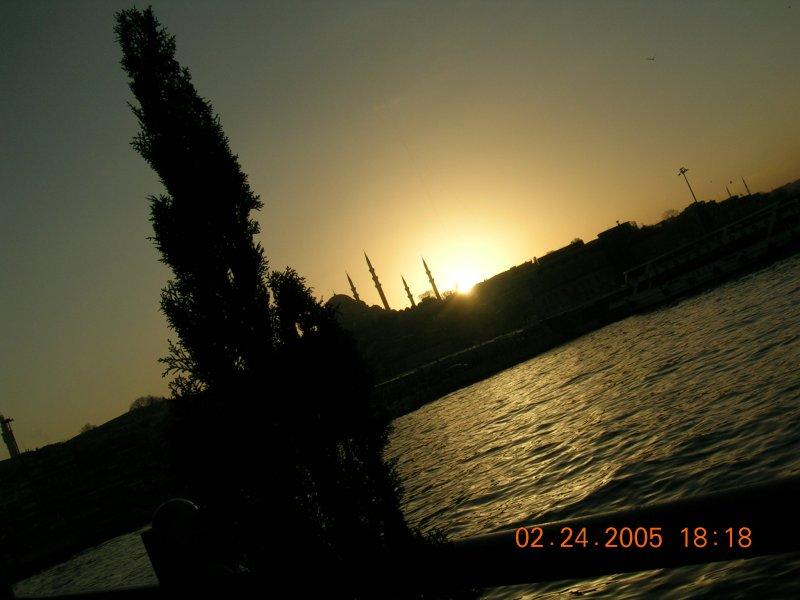 Eminönü`nde Gün Batımı - Tunca Baran