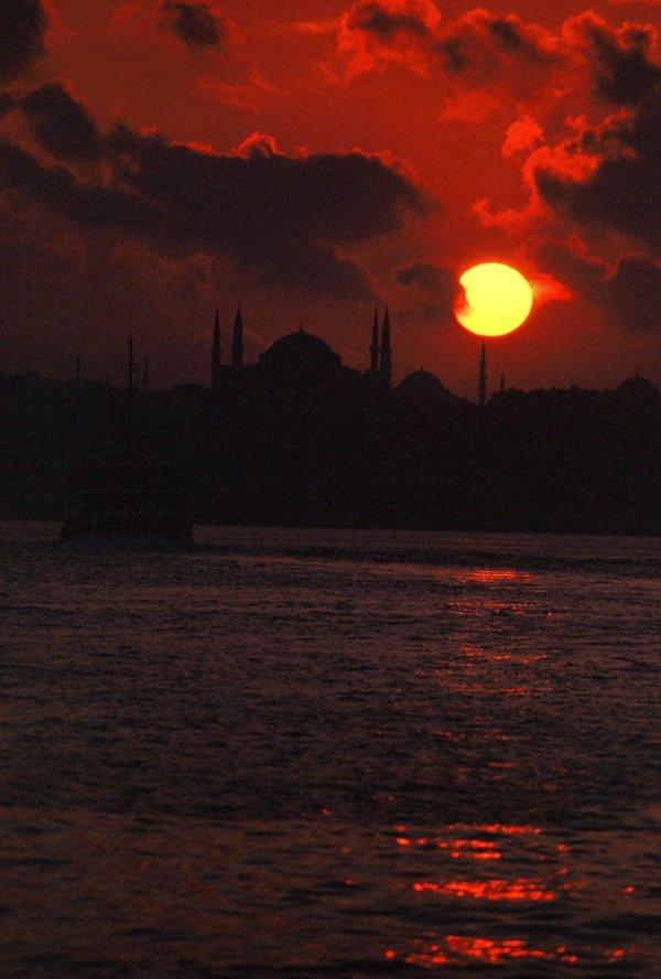 İstanbul`da Gün Batımı - Mikail Demirtaş