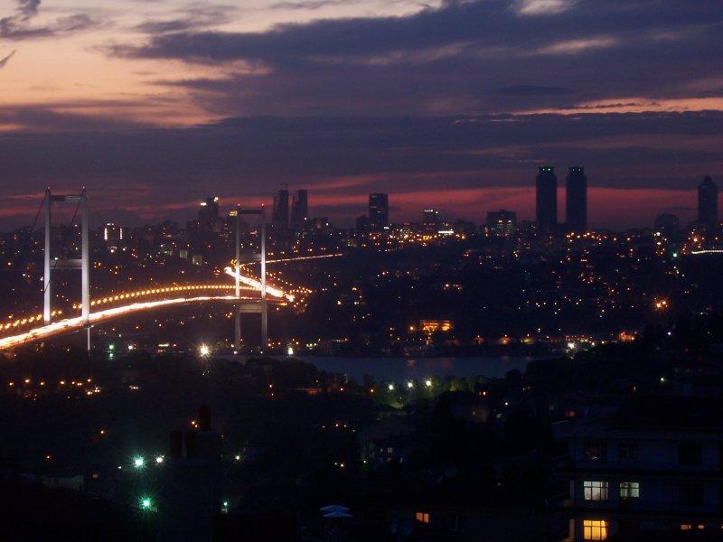 İstanbul`da Gece - Mustafa Berk