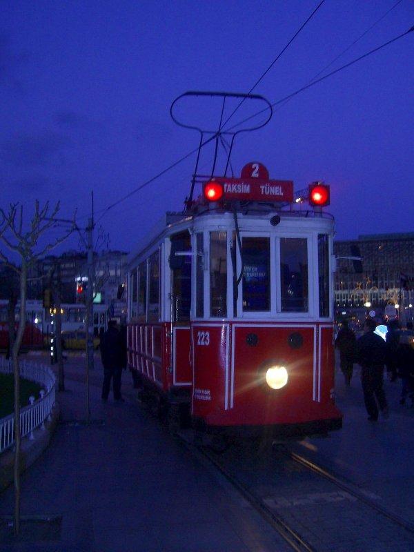 Tramvay & Beyoğlu - Ömral Ünsal Özkoç