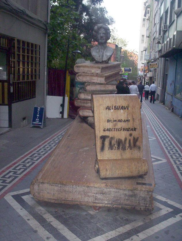 Nazım Hikmet Sokağı (Kadıköy)- Neslihan Güzel