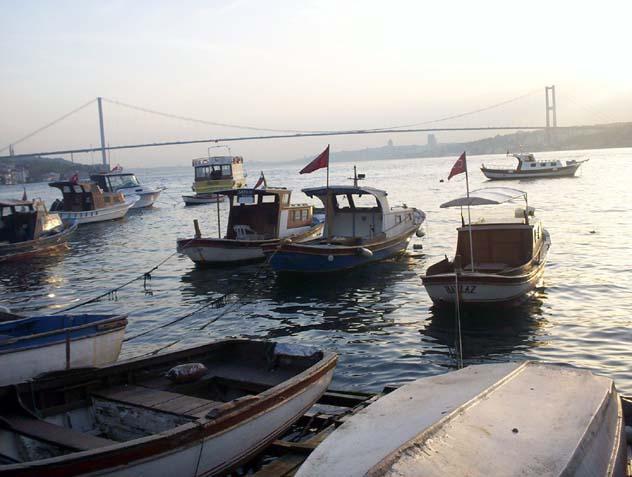 Boğaz`da Balıkçı Tekneleri - Neslihan Güzel