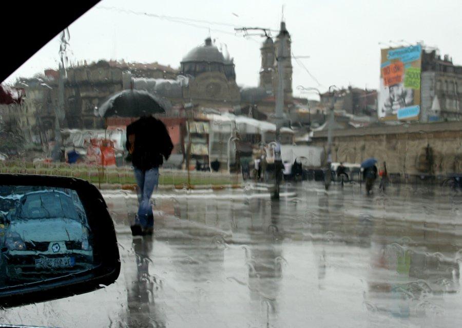 Yağmurda Taksim Meydanı - Vural Akman